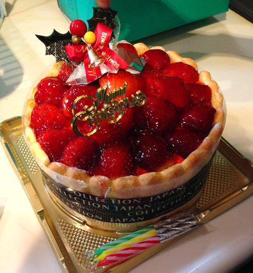 リュウが買ってきたクリスマスケーキ